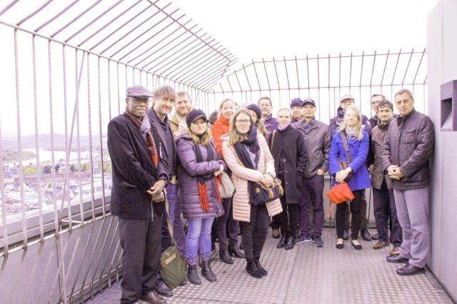 Gruppenfoto auf der Dachterrasse des Stadthauses Bonn